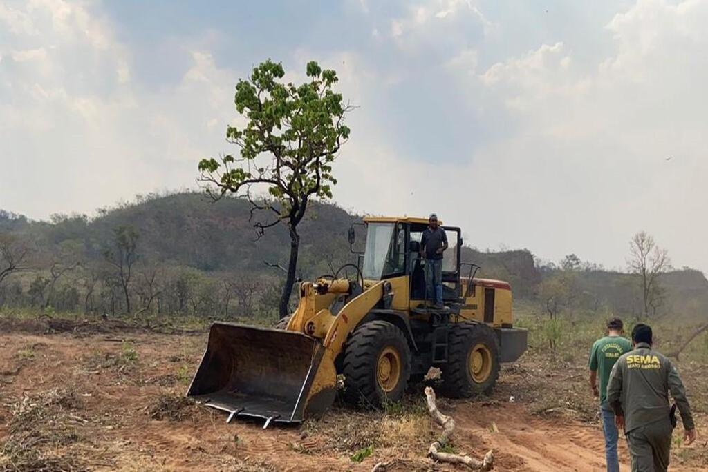 Sema apreende máquinas e multa propriedade de Alto Araguaia em R$ 443 mil